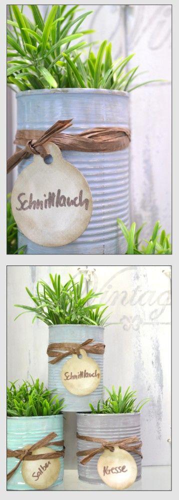 Aus leeren Konservendosen lassen sich ganz einfach Kräutertöpfchen zaubern. Einfach mit Chalky farbig gestalten und mit einer Kordel oder einem Bast verzieren. http://www.viva-decor.de/index.php/de/mdw/farben-lacke-tinte/chalky-vintage-de.html