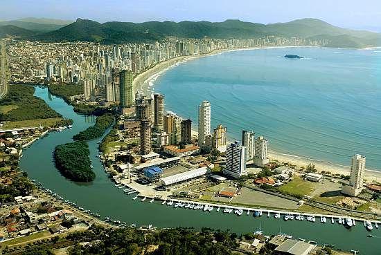 WEB LUXO - TURISMO DE LUXO: Balneário Camboriú tem belas praias e noites agitadas