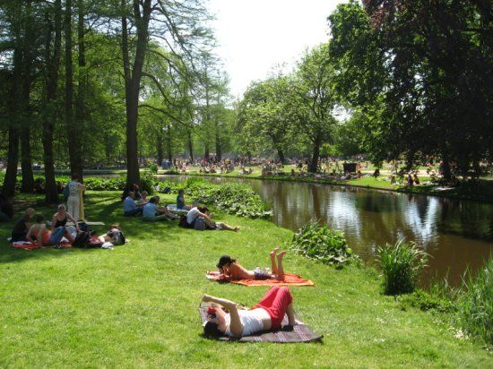 Vondelpark: Fridays, Saturdays and Sundays live music, dance performances, theatre