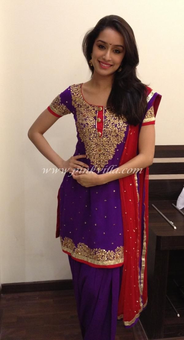 Shraddha Kapoor looked lovely in a purple kurta suit designed by Laila Motwane. She teamed it up with jewellery by Anmol Jewels.