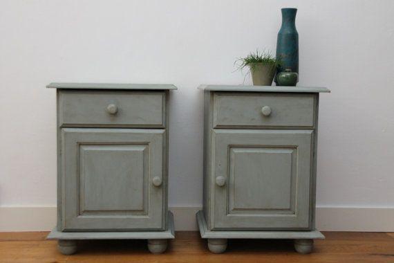 Two blue / grey rustic bedsidetables in shabby chic door KijkMaris