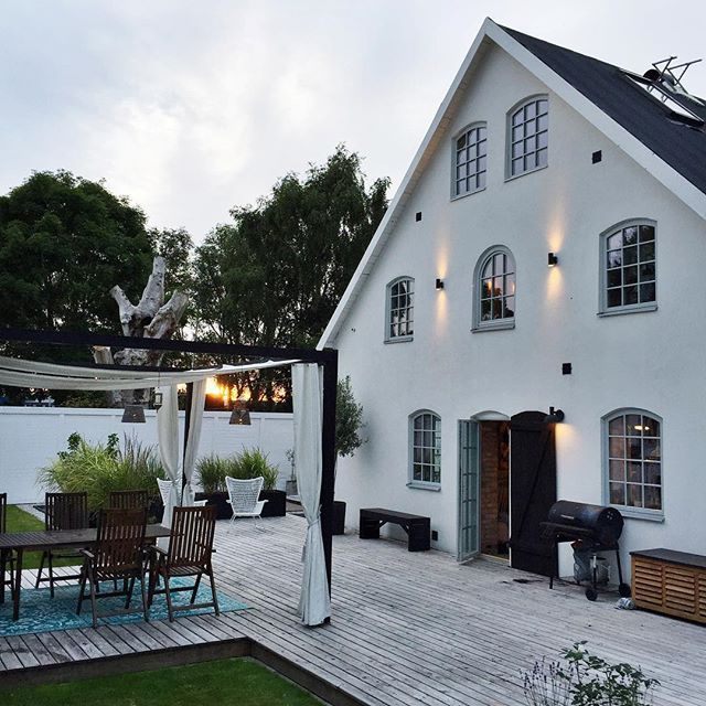 Getting garden ready for summer nights like these.  #oldstable #myplace #architecture #gardeninspiration #garden #inspo2you #interior123 #interior4all #interior4you #interiordesign #interiorselfie #arcitectureporn #gardendesign #robinberkhuizen