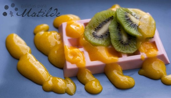 Gofre de panna cotta de fresa con lemon curd