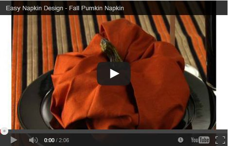 Halloween decorazioni tavola: piegare un tovagliolo a zucca