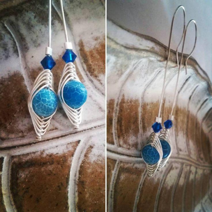 #agate  #swarovski and #silver earrings on the hook #jewelry #earrings #handcrafted #wirewrap #herringbone