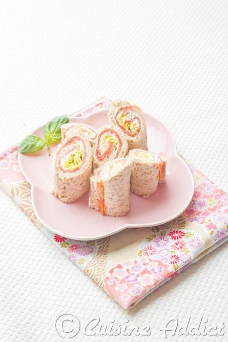 Pain de mie  50 g fromage frais – 1 c. à café wasabi – 150 g tranches de saumon fumé – 2 c. à café sésame – Laitue Iceberg