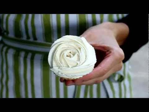 Easy Cupcake Frosting Technique 4