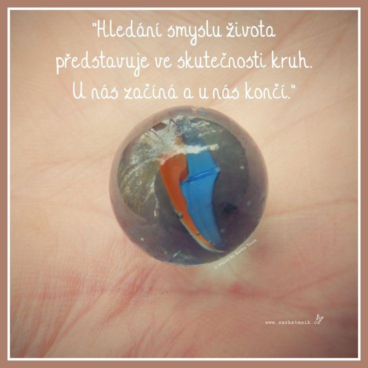 Hledání smyslu života přestavuje ve skutečnosti kruh. U nás začíná a u nás končí.