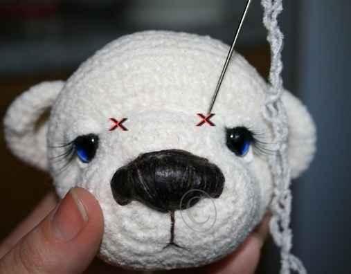 Нашла описание — как связать медвежонка Тедди из велюровых ниток, он получится пушистеньким: Материал: Нитки велюр (AlpinA Andre) любого цвета.