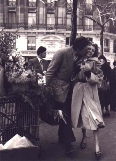 French Photographer Robert Doisneau...he's a genius. his photos are amazing...this one is super romantic!
