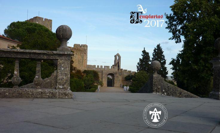 Fotografía tomada en 2017 de algunas Templarias en el castillo de Tomar / Convento de Cristo. Las Templarias tienen su sede en Tomar, Portugal.