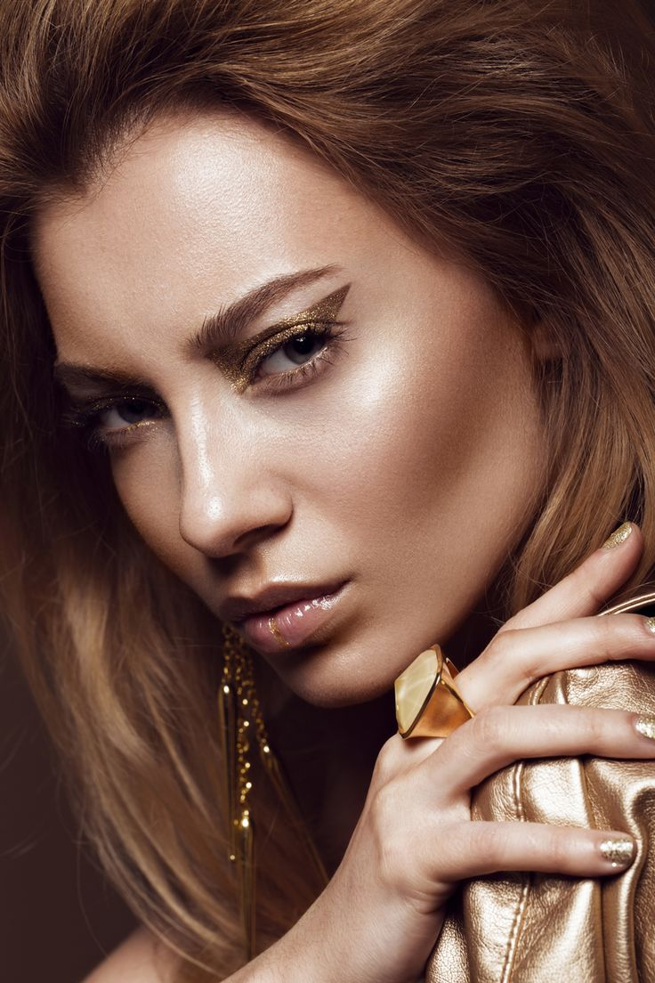 AKZENTE SETZEN: GOLDENER EYELINER #makeup #goldmakeup #makeupgold #lidstrich #ey…