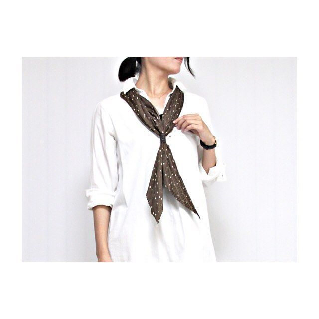 "46 Likes, 5 Comments - miyaco (@mainichi_miyaco) on Instagram: ""2016.9.14.Wed.② . shirt:#ikka scarf:#studioCLIP . @studioclipさんのスカーフをもいっちょ。 . 全然関係ないけど、今、謎の虫と格闘中。…"""