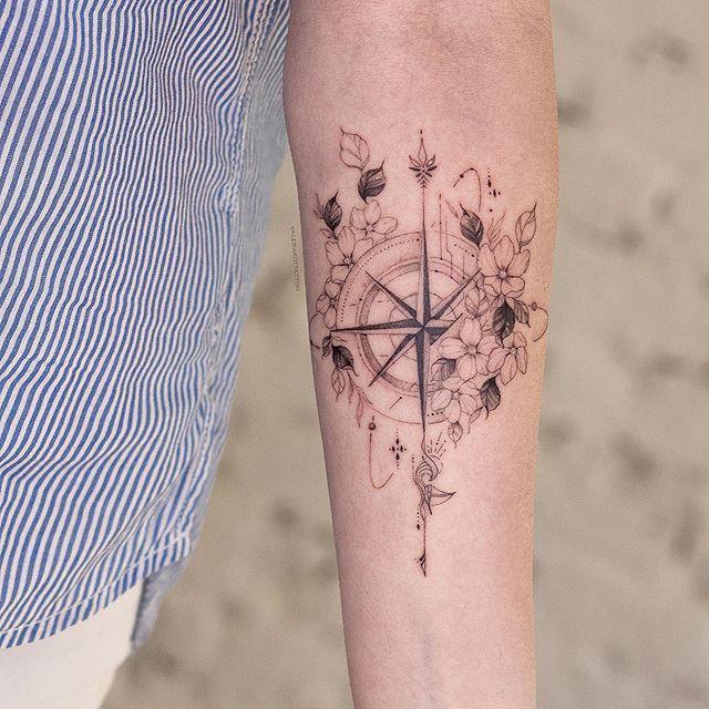 Motive schöne frauen tattoo Kleine Tattoos: