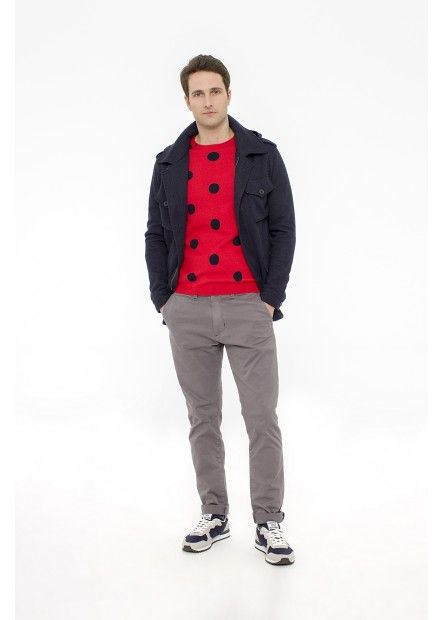 MAN FW15 LOOK 39 Wearing a red sweater with a contrasting graphic print under a wool parka-style military in a dark blue version and combine them in a pair of chinos gray. SUN68 Man FW15 #SUN68 #FW15 #man #sweater #chinos #parka