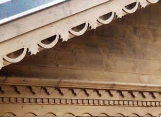 frises en sapin, bois sculpte, frise decorative, planches de rives, palines bois, balcon en bois
