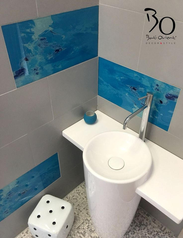 Jolie mix d 39 ardoise et de verre pour cette niche murale de - Niche murale dans salle de bain et mosaique ...