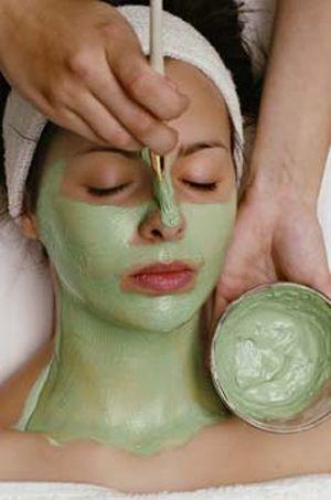 Peterselie, Ei & Yoghurt Gezichtsmasker. Maak zelf je gezichtsmaskers! Deze kruiden yoghurt masker is geschikt voor mensen met een vette huid. Je huid wordt lekker verfrist, matteert en is verzorgd.