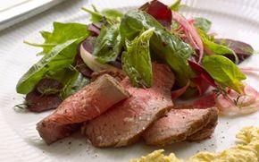 Oksefilet med råsyltede rødbeder og majscreme Saftig oksefilet med forår og sommerens friske grønsager - perfekt til stegning på grill.
