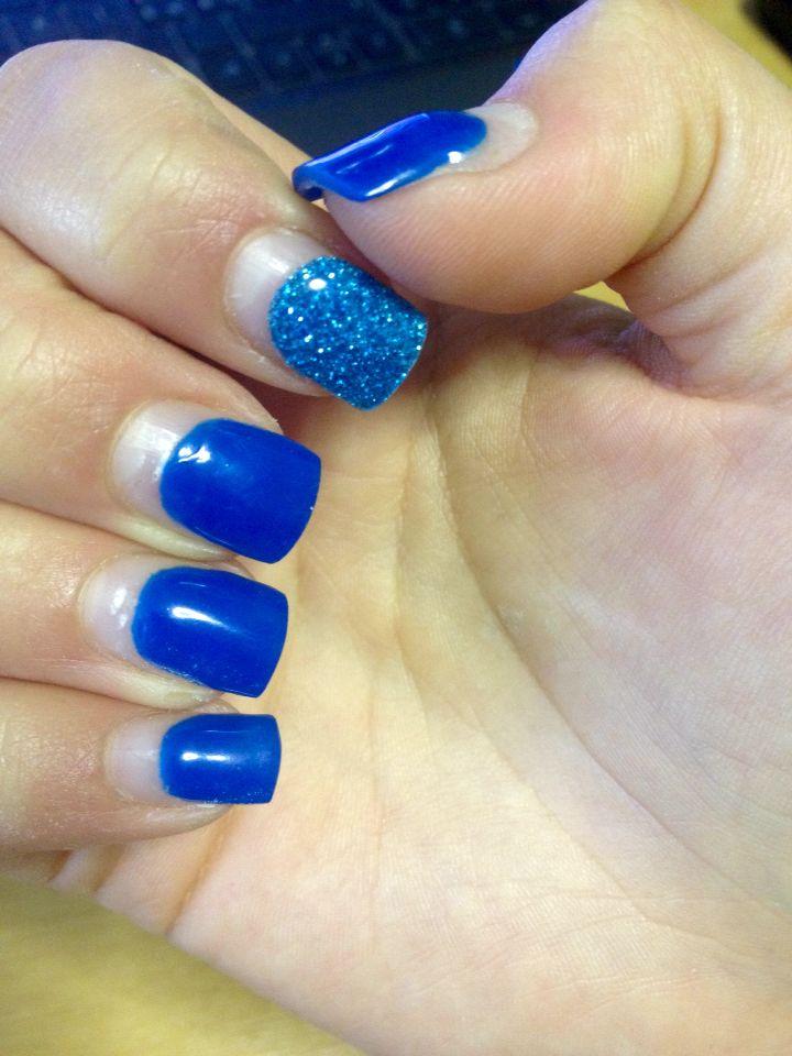 #Blue nails con ricrescita