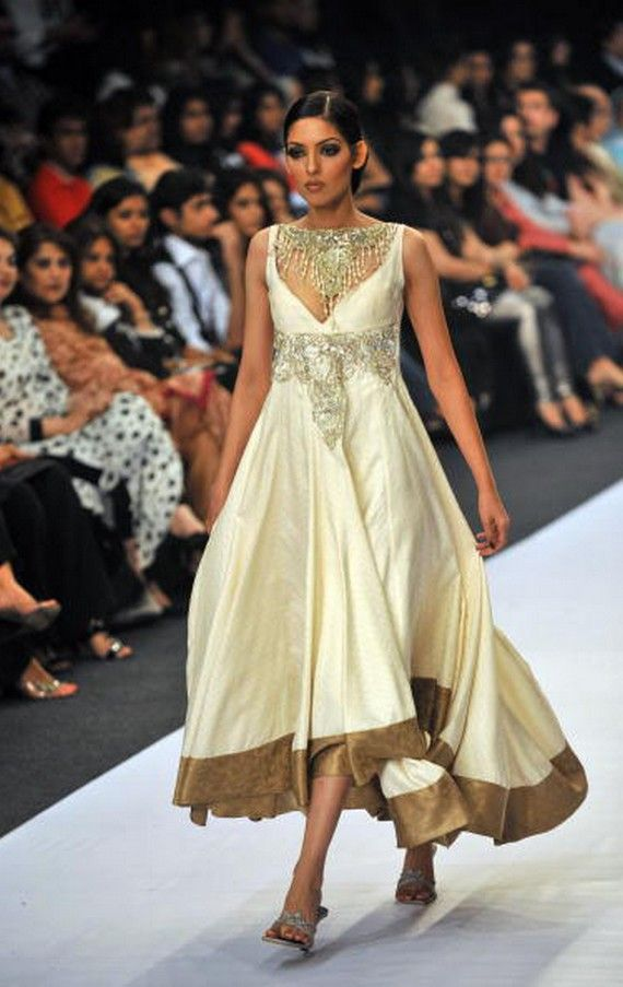 Couture Clothing for Women | Pakistani Designer Clothes-5