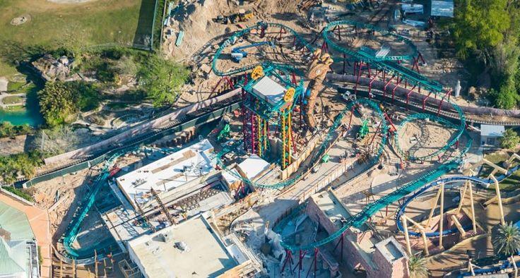 Tampa, FL (23 de março de 2016) - A última peça que forma o trilho da mais nova montanha-russa para famílias do Busch Gardens Tampa Bay, a Cobra's Curse, acaba de ser instalada. A peça de mais de duas toneladas foi colocada no último sábado...
