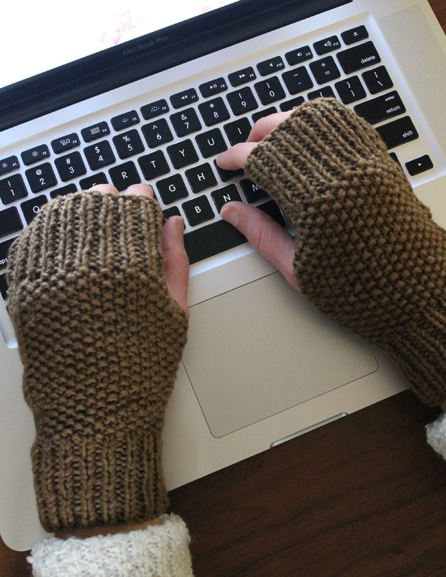 Free Knitting Pattern – Fingerless Knitted Mitts free pattern link. These work so well for keeping my MN freezing hands warm. I have 2 pair but maybe another in a neutral brown/tan ;D