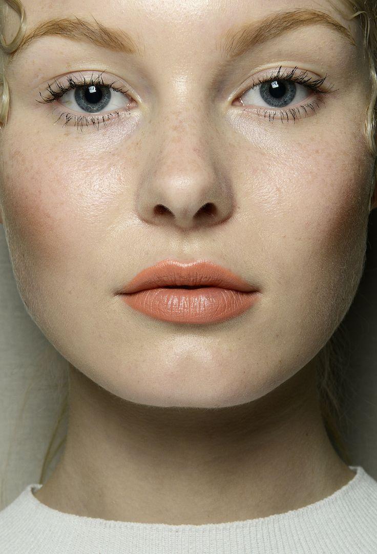Il trucco per Grinko è vivace: labbra arancioni e guance  Trucco labbra: i colori di tendenza della prossima primavera estate 2015