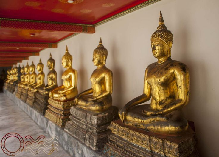 A huge walking visit of Bangkok's most famous and beautiful wats with entrance info and pictures.