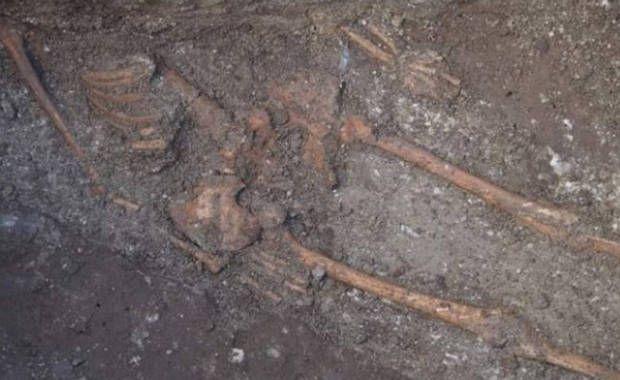 Arqueólogos en Bulgaria han descubierto los restos de lo que han descrito como un «esqueleto gigante» en el centro de Varna, una ciudad a las orillas del Mar Negro cuya rica historia cultural se remonta hasta 7.000 años en el …