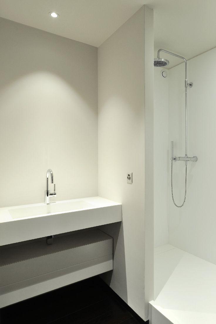 Plan vasque, receveur et parois de douche en résine V-korr.