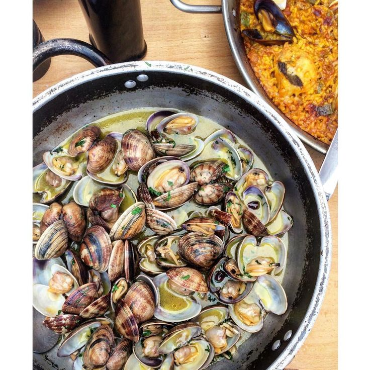 Clams, butter, garlic, wine. #f52grams #feedfeed:
