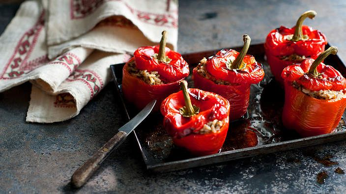 These Lebanese stuffed red capsicums are spiced with the popular Middle Eastern ingredient baharat. Listen to the audio recipe.