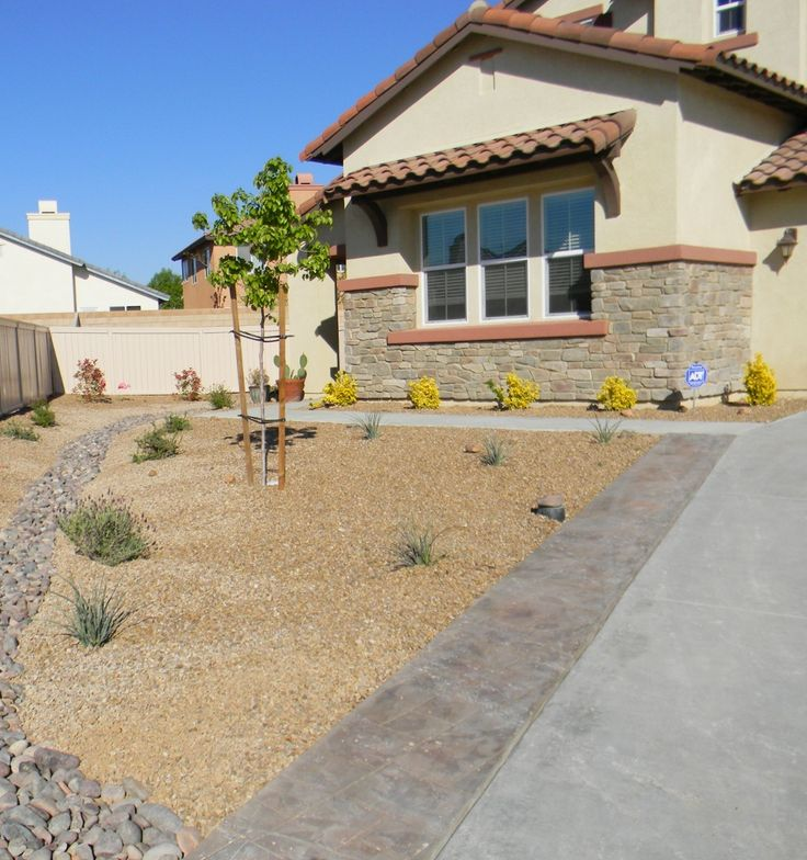 This gravel is quarried in Southern Nevada and Central Arizona. It is one of the most popular landscaping gravel materials in use. This gravel is shipped in bulk in Arizona, Southern California and Nevada. It comes in many sizes from a D.G. to small boulders. Seen here with Black Mexican cobbles. http://www.earthstonerock.com/Apache-Brown-Landscape-Gravel-Prices-s/585.htm