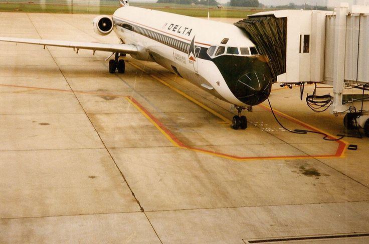 Delta Jet Norfolk International Airport Norfolk, Virginia