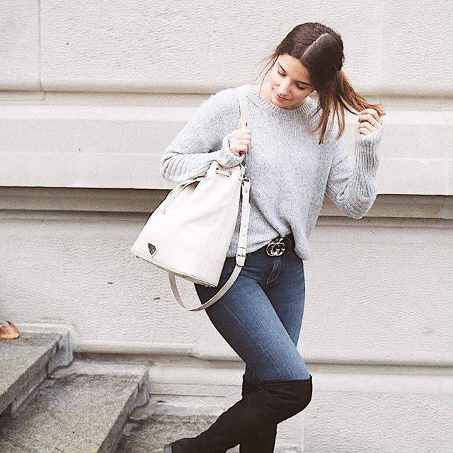 Maison Mollerus Bag | Gucci Belt | Cozy knite