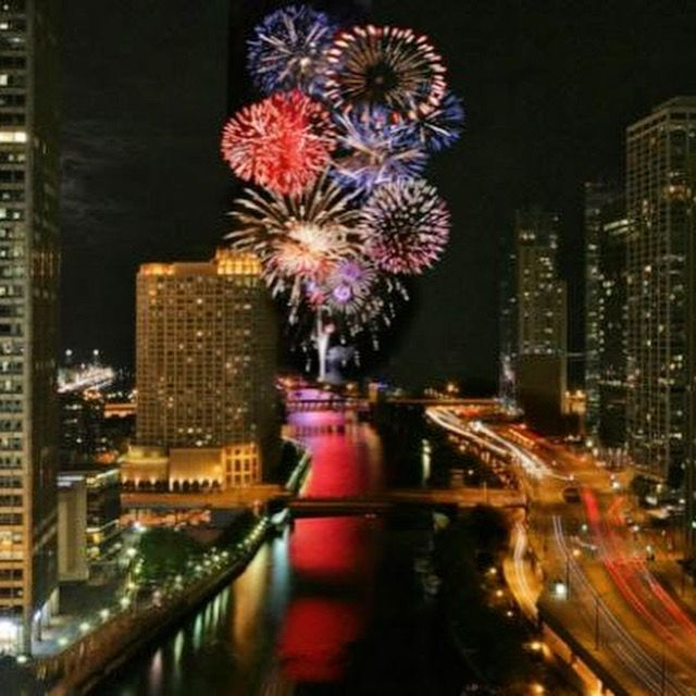 Happy New Year to All!! #chitownrising #chicago #love #theatticat