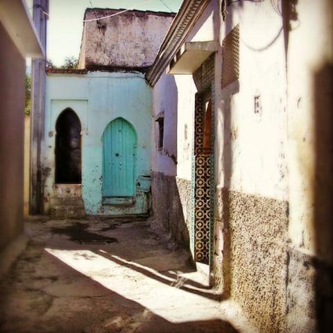 AlgerianArchitecture (#Blida) ✋ ❤️معمار الجزائري (#البليدة). . . . . . . #aroundtheworld #travellife#lovetravel #architecture #style#design#town#vsco#vscocam#vscogood#modern#algerianarchitecture#travel#tourist#tourism#instatravel#algerianstyle#andalucia #algeria#algerie#algerianart#art#algeriandesigne#dzair#travelblogger#moorish