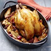 Pintade fermière aux pommes et poires caramélisées et épices douces - une recette Volaille - Cuisine