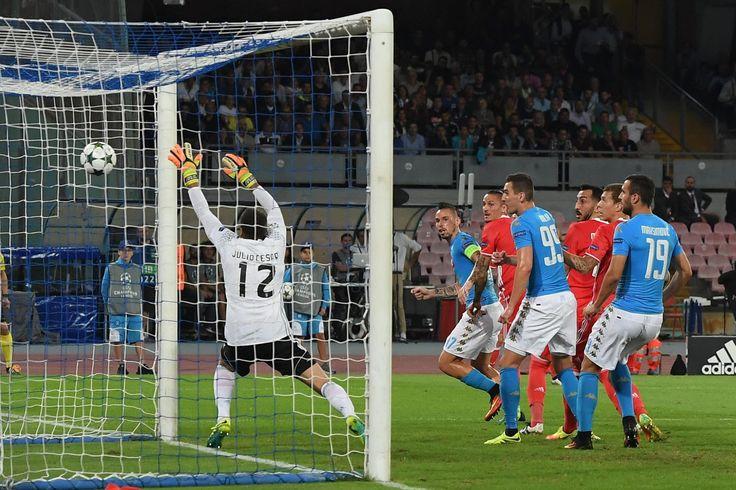 Julio César sofre três gols em sete minutos, e Napoli vence Benfica #globoesporte