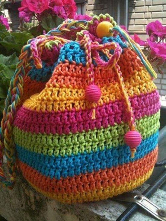 Rainbow Striped Drawstring Crochet Bag - find a free pattern in our post ༺✿ƬⱤღ http://www.pinterest.com/teretegui/✿༻