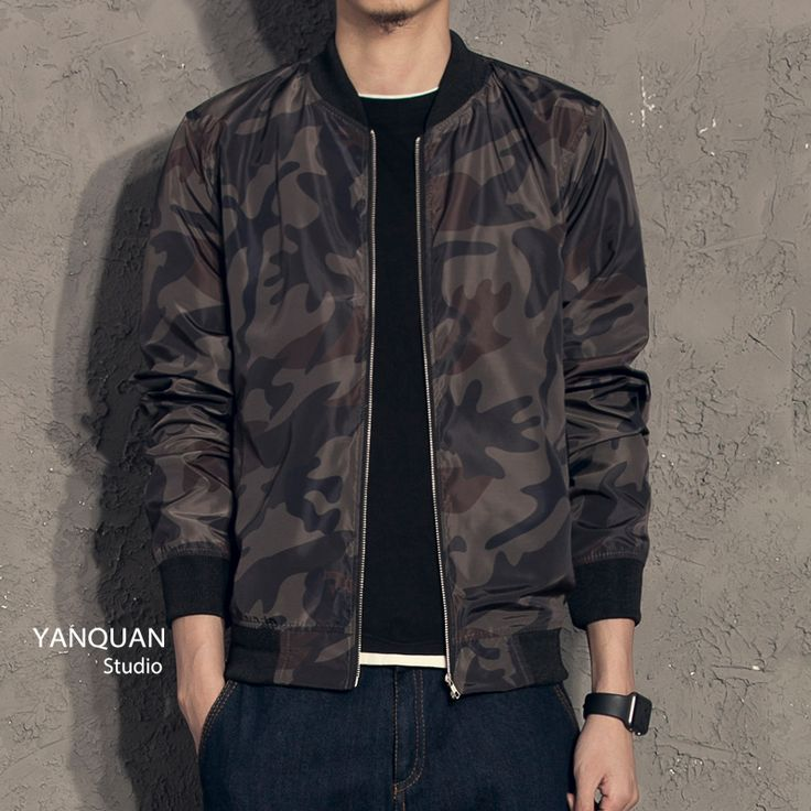 Camo bomber, one of  the coolest items of a young man's wardrobe nowadays. A must have.