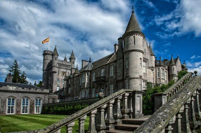 イギリス王室も御用達スコットランドの「バルモラル城」。スコットランドの魅力