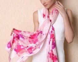 Kvalitný dámsky hodvábny šál s kvetinovým vzorom v ružovej farbe