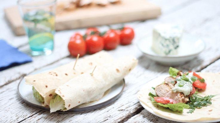 Wrap met gekruide kip & blauwe kaas mayonaise! Recept via made by ellen