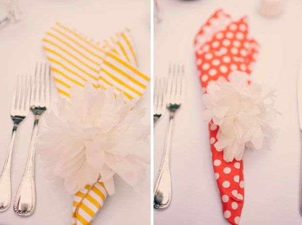 Picking Daisies cloth napkins add a little somethin' extra to this Big Sur wedding