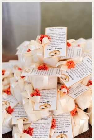 Traditional Brazilian wedding cake was packaged into cute take-away boxes for the guests