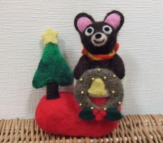 「ハンドメイドクリスマス2014」羊毛フェルトで、クリスマスのブーツに入ったくまさんを作ってみました。小さなモミの木やクマさんのマフラーがハートになっていたり... ハンドメイド、手作り、手仕事品の通販・販売・購入ならCreema。