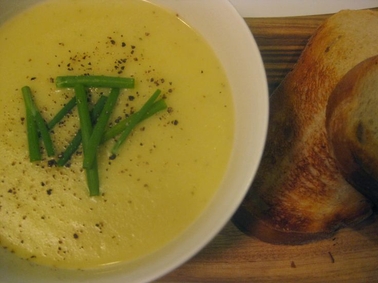 My Thermomix Kitchen - Blog for healthy low fat Weight Watchers friendly recipes for the Thermomix : Creamy Parsnip Soup