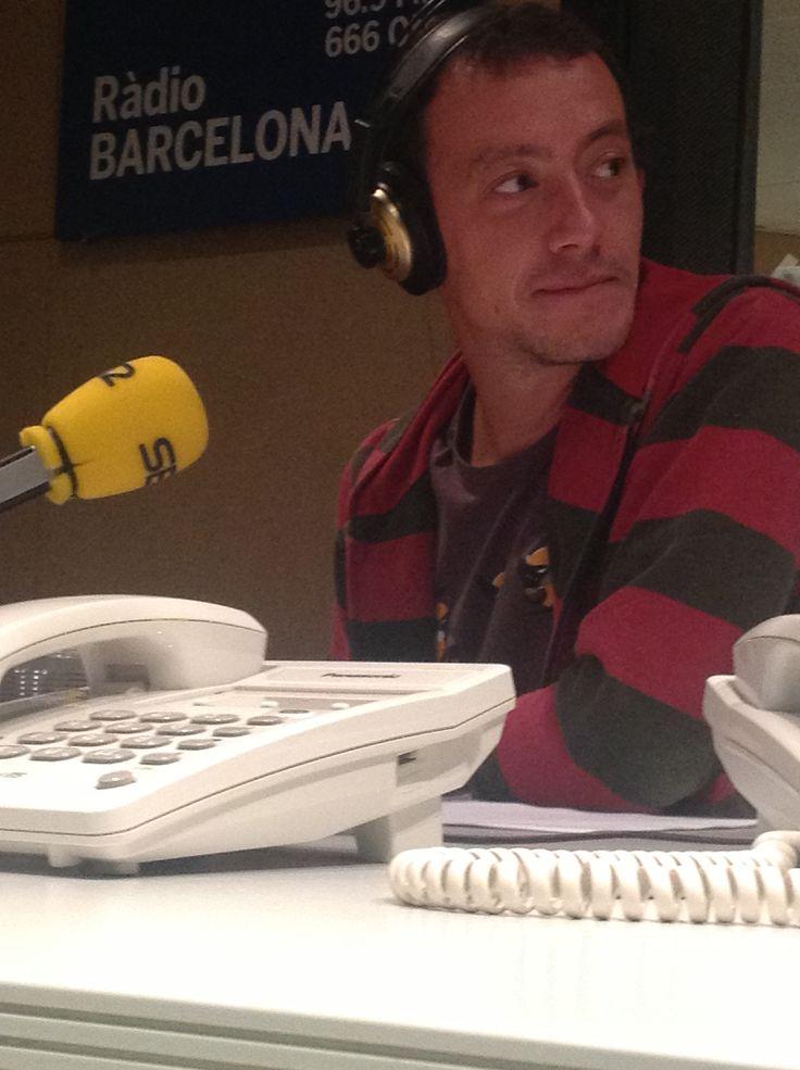 Roger Casamajor, als estudis de Ràdio Barcelona Cadena SER, gravant la secció d'Audioteatre del Proscenium número 0. Un fragment de Nerium Park, de Josep Maria Miró. FOTO: Dani Chicano